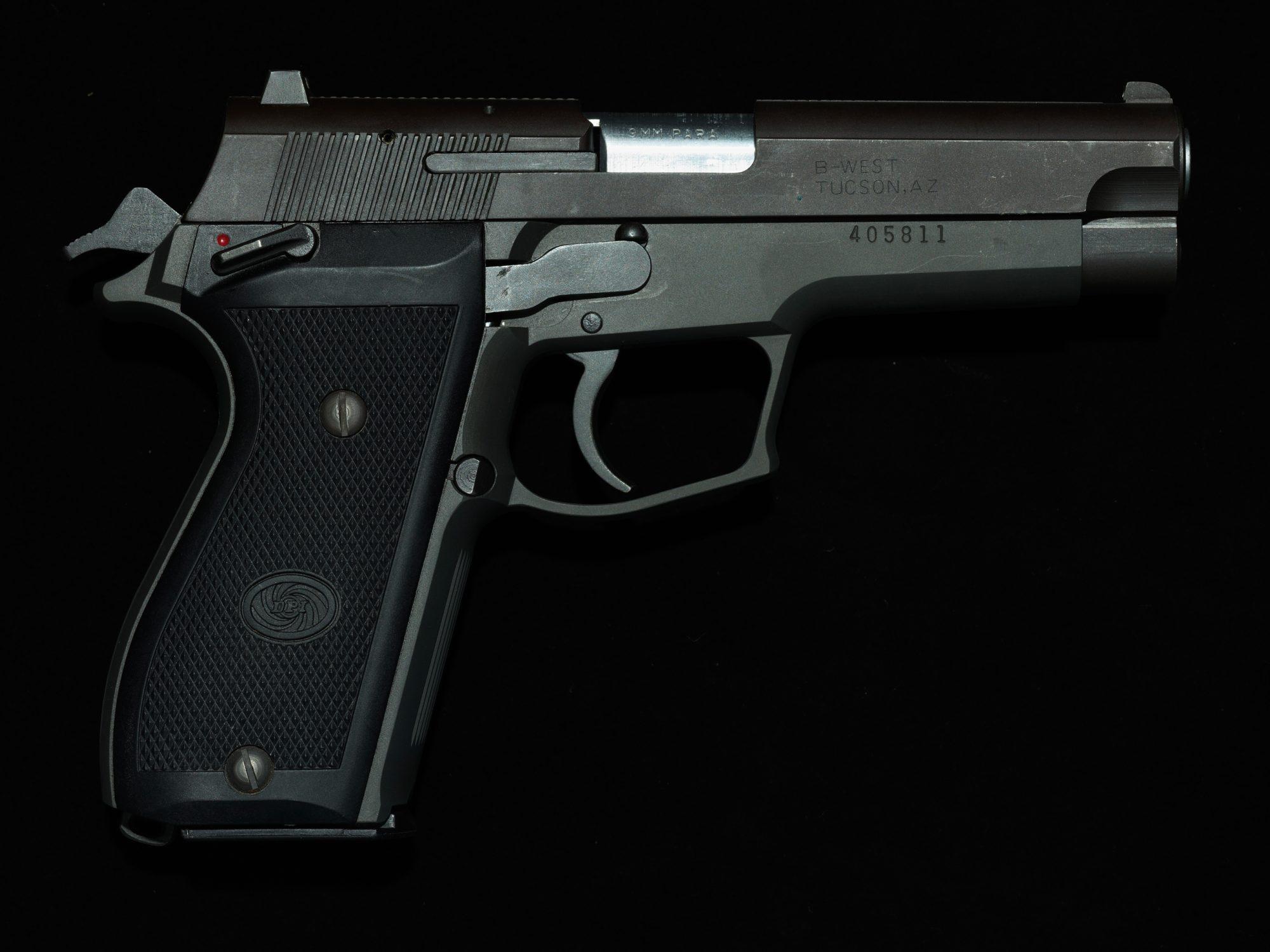 Marian Sell Gun08 405811